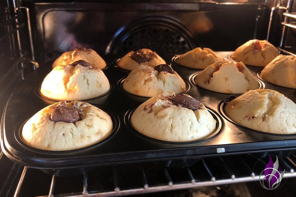 Muffins im Backofen backen