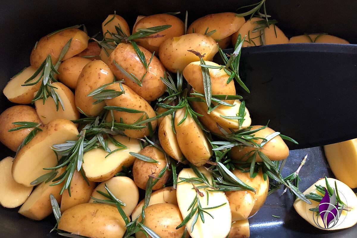 Kartoffeln Rosmarin Olivenöl umrühren